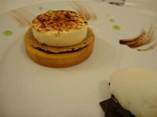 Boat aux Saveurs : Chiboust citron vert sur son nid croustillant au chocolat, marron glacé, sorbet citron