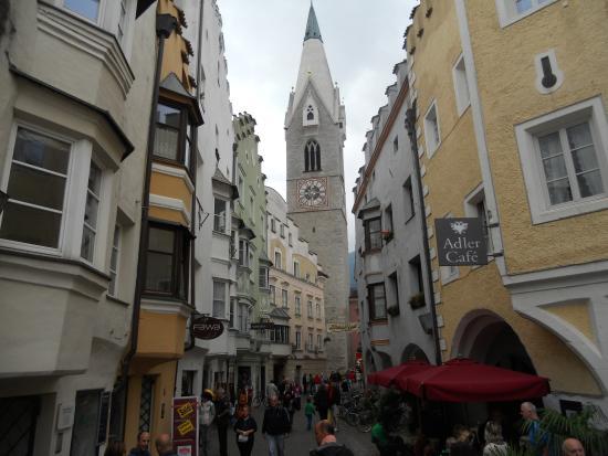 Il centro storico cittadino picture of portici for Hotel a bressanone centro storico
