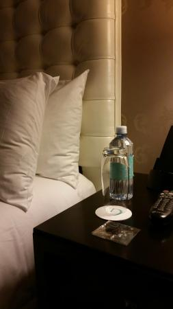 The Nines, a Luxury Collection Hotel, Portland : Room after nightly turn down service