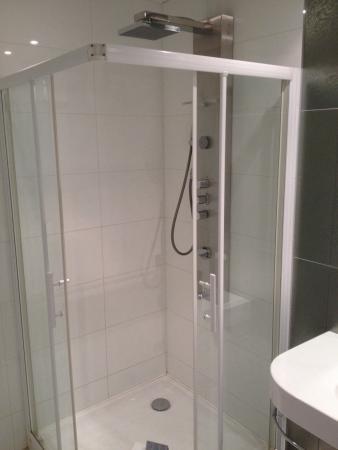 Grand Hotel d'Orleans: Très grande douche...