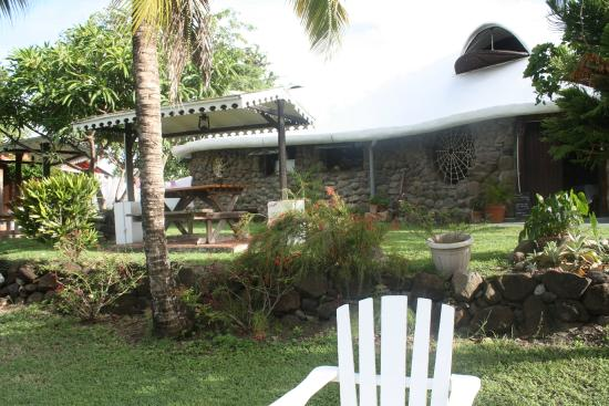 sch ner garten picture of bogles round house carriacou. Black Bedroom Furniture Sets. Home Design Ideas
