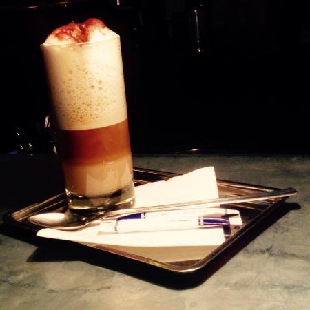 latte macchiato picture of cafe la laverie paris. Black Bedroom Furniture Sets. Home Design Ideas