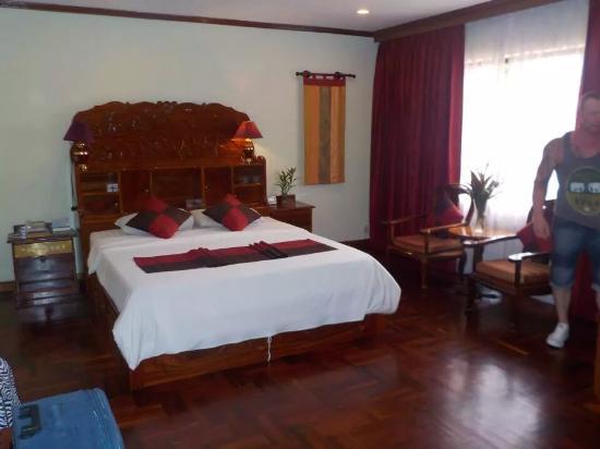 Angkor Hotel: Room