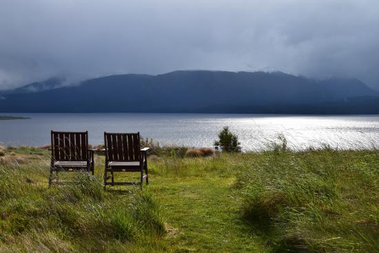 Fiordland Lodge: View of Lake Te Anau from lodge groounds