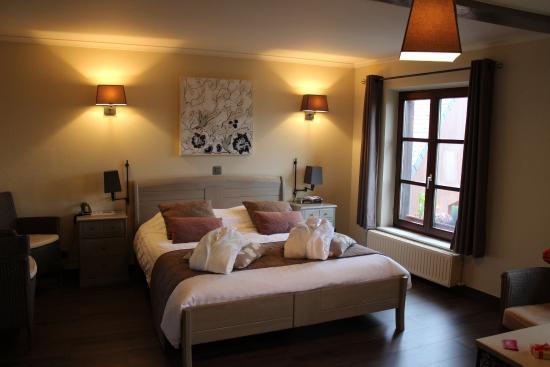Chambre avec jacuzzi - Photo de Auberge de la Ferme, Rochehaut ...