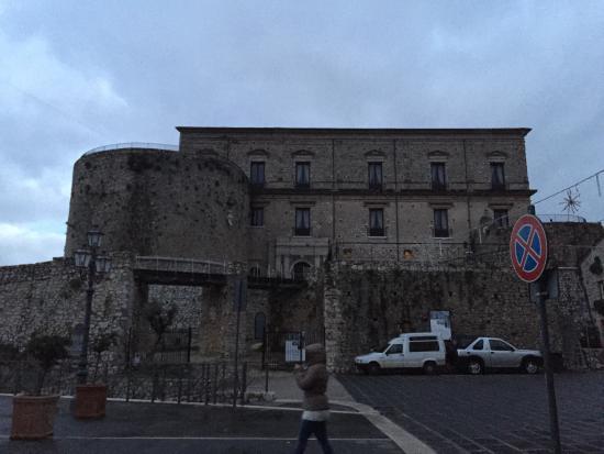 Castello Macchiaroli : Castello