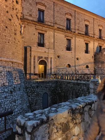 Castello Macchiaroli : Ingresso