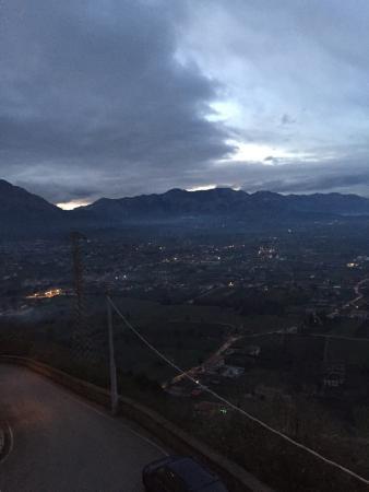 Castello Macchiaroli : Panorama dal castello