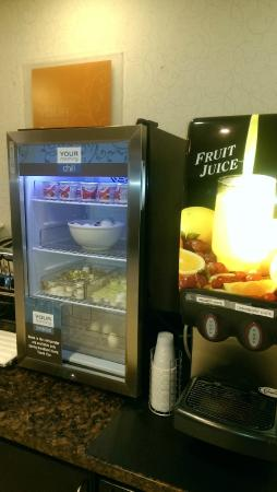 Comfort Suites Bloomsburg: Good yogurt selection and hard boiled eggs
