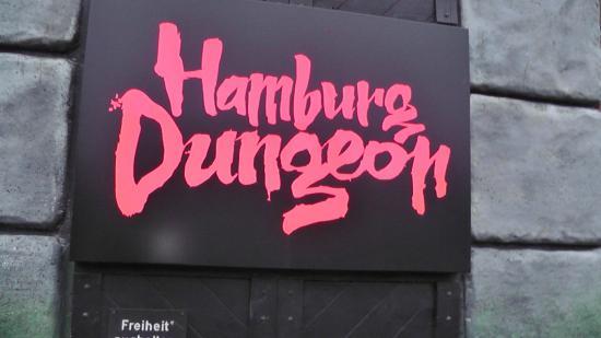 Hamburg Dungeon: Das logo am Eingang