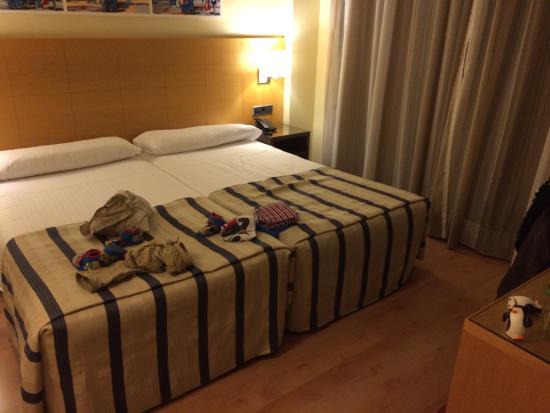 Hotel Avant Torrejon: Otra parte de la habitación cuádruple
