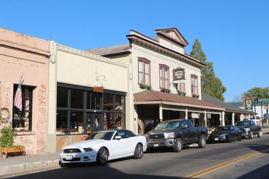 5th (Fifth) Street Inn: Ristorante e prima colazione