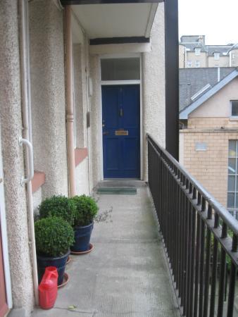 Foto 8: Ingang appartement nr. 3 op 1e etage, Tron Square plein 2
