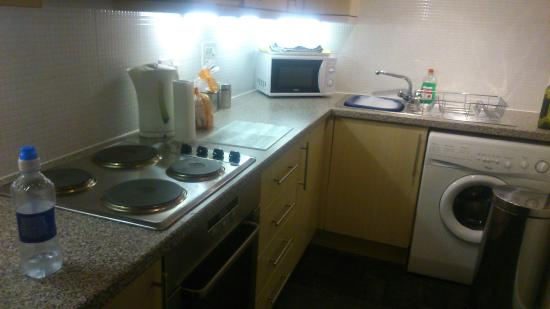 Lochend Serviced Apartments : Kitchen