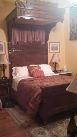 Chester Heights, PA: Tester bed
