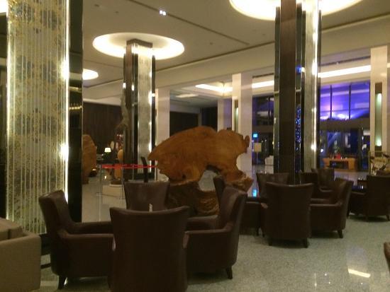Fullon Hotel Lihpao Land: Huge Lobby