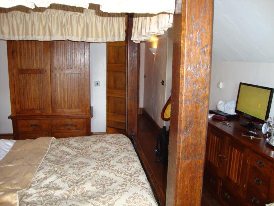 The Newbridge on Usk: Lovely room