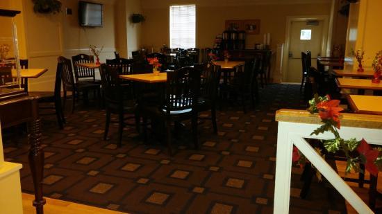 Cavalier Inn at the University of Virginia: breakfast area