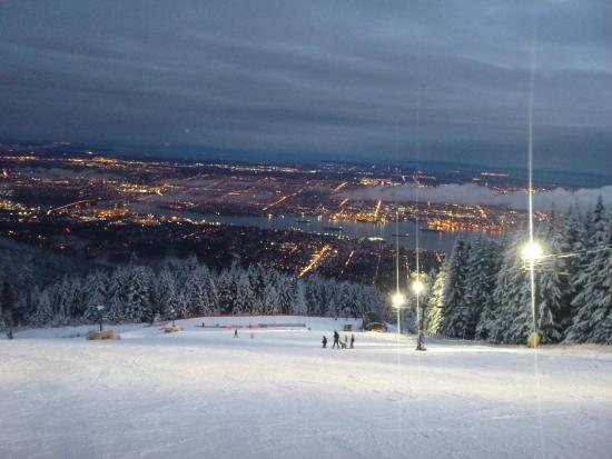 North Vancouver, Canadá: nice view from the chairlift after the first Snow Limo ride..