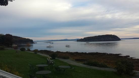 Bar Harbor Inn: View from Main Inn at breakfast