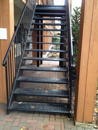 BEST WESTERN Woodbury Inn : This staircase is NOT safe when it rains.
