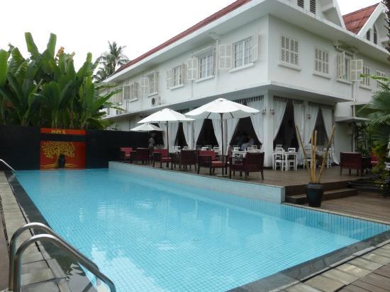 Maison Souvannaphoum Hotel: Pool & restaurant
