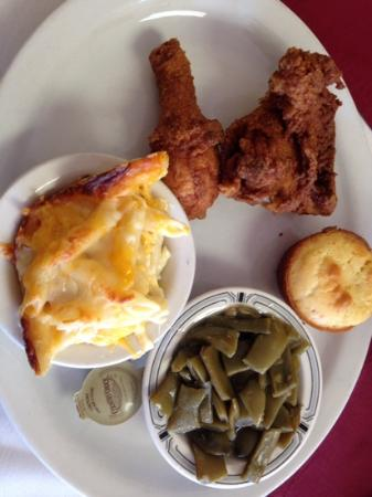 Daddy D's Suber Soulfood: fried chicken, corn bread, macaroni and green beans