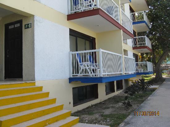 Hotel Club Tropical: Apartment balconies