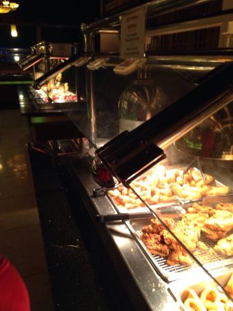 S & S Buffet: Lots of fresh hot ,good ,variety of food!