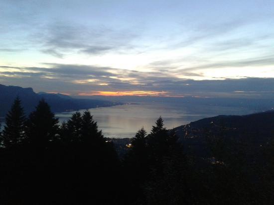 Blonay, Switzerland: Vue de la terrasse en fin de journée