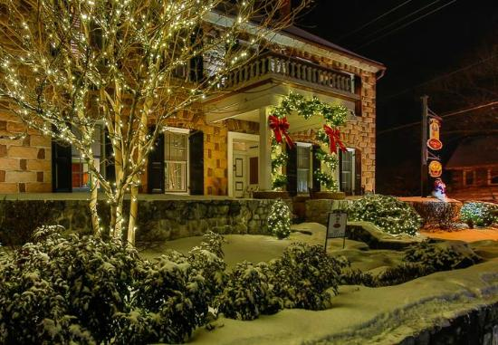 Historic Smithton Inn decorated for the holidays