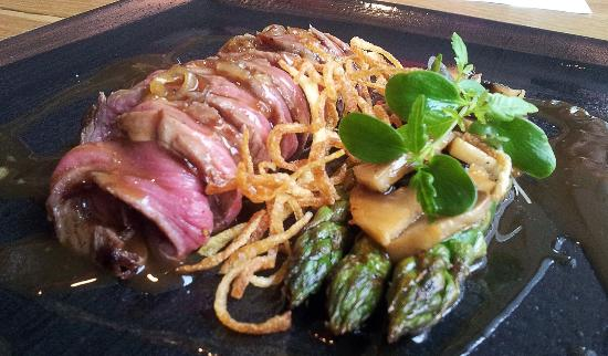 Buddha Cafe: Fabulous Japanese beef tenderloin with asparagus and ...