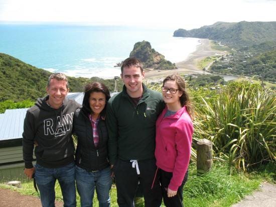 NZWINEPRO - Auckland Wine Tours : A sunny day in Piha