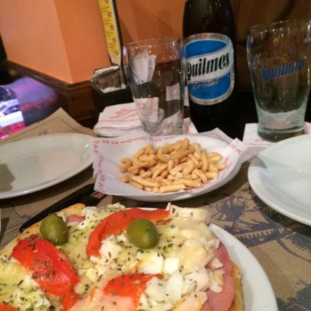 Cafe de la Ciudad : Local agradável de frente para o obelisco