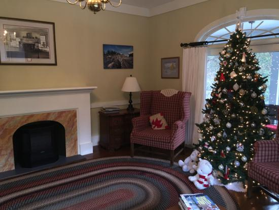 Elizabeth Rose House: Perfect living room to relax with a glass of wine