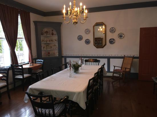 Elizabeth Rose House: Dining room