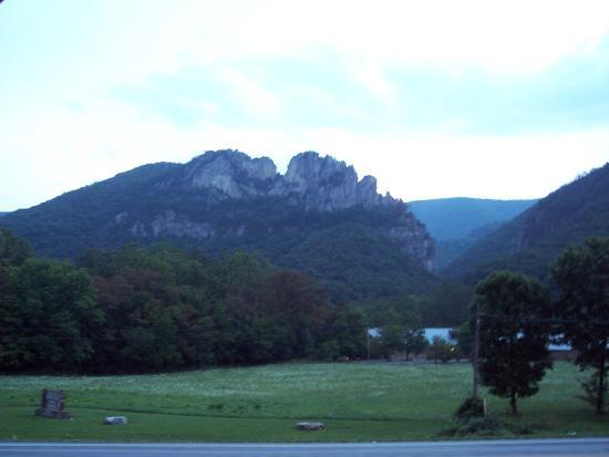 Seneca State Forest: Seneca Rocks