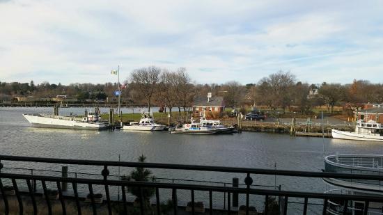 Delamar Greenwich Harbor Hotel : December view of Greenwich Harbor