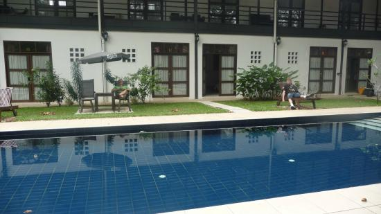 Basaga Holiday Residences: relaxing outside our room, at poolside