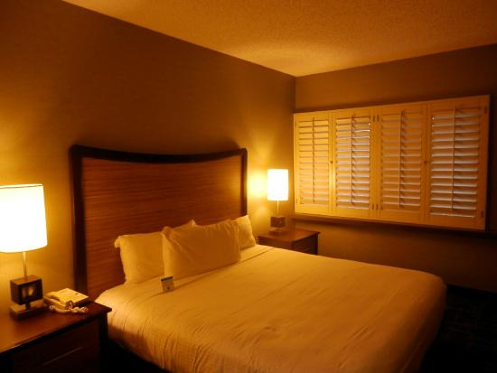 Comfy king bed picture of fremont hotel and casino las for Comfy hotels resorts