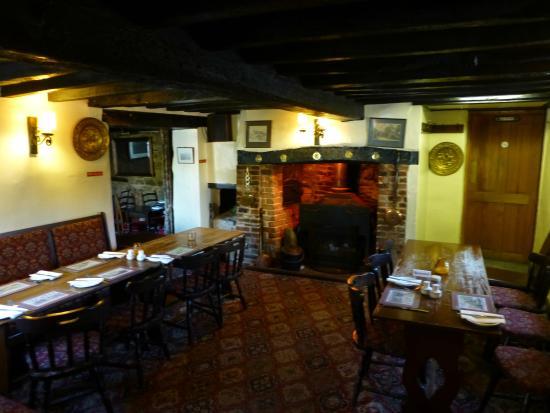 Chiselhampton, UK: Bar area