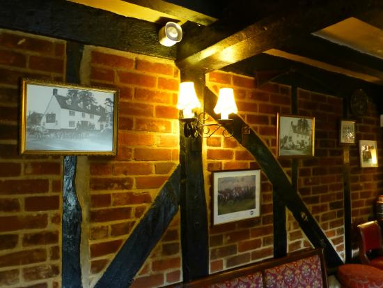 The Coach & Horses Inn: Bar area