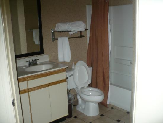 Larkspur Landing Milpitas : Large bathroom