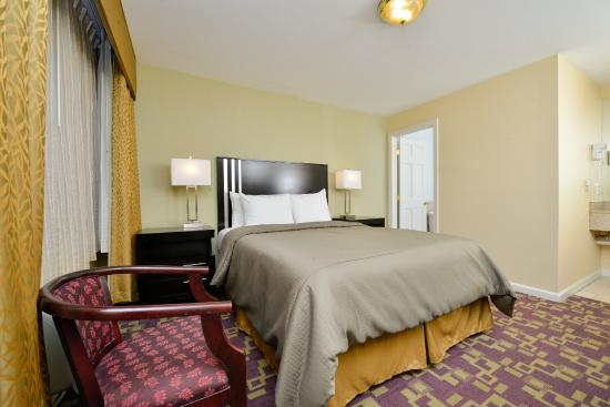 Americas Best Value Inn - Providence / North Scituate: Deluxr Quueen