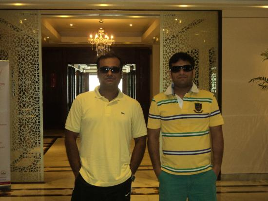 Hotel Taj Inn: Outside room