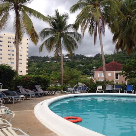 Fisherman's Point Resort: Poolside