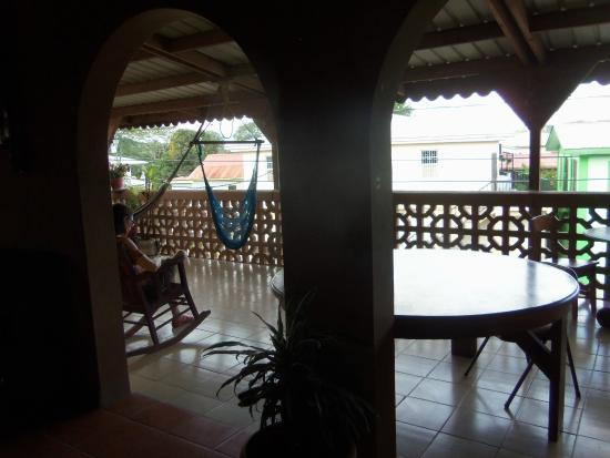Tia Maria Guesthouse : common eating area