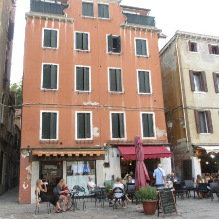 Hotel San Geremia : The building housing the motel