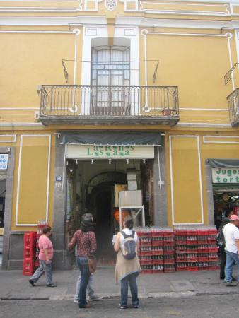 Las Ranas : Entrance to the courtyard