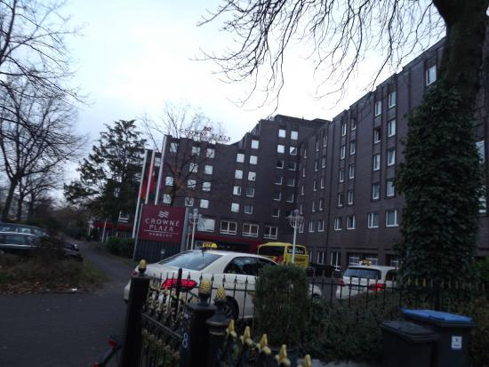 Crowne Plaza Hamburg - City Alster: Hotel facade